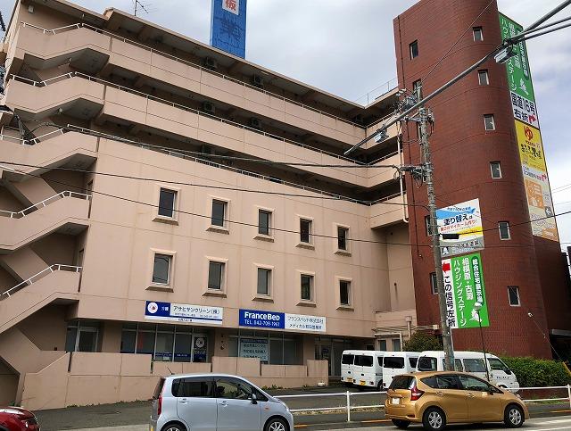 『 町田駅前通り 』に面す